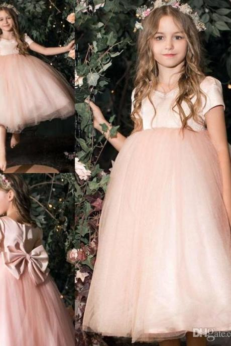 2019 New Flower Girls Dresses Lace Applique Jewel Neck Ball Gown Capped Short Sleeve Kids Formal Wear Custom Made First Communion Dresses